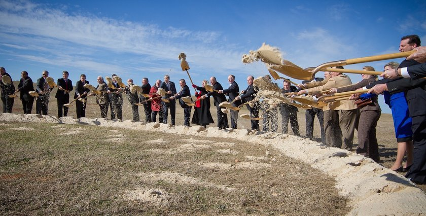 Alabama Leaders break ground at a new project. (c/o Alabama Department of Commerce)