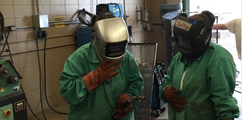 Inmates learning to weld (c/o Alabama NewsCenter)