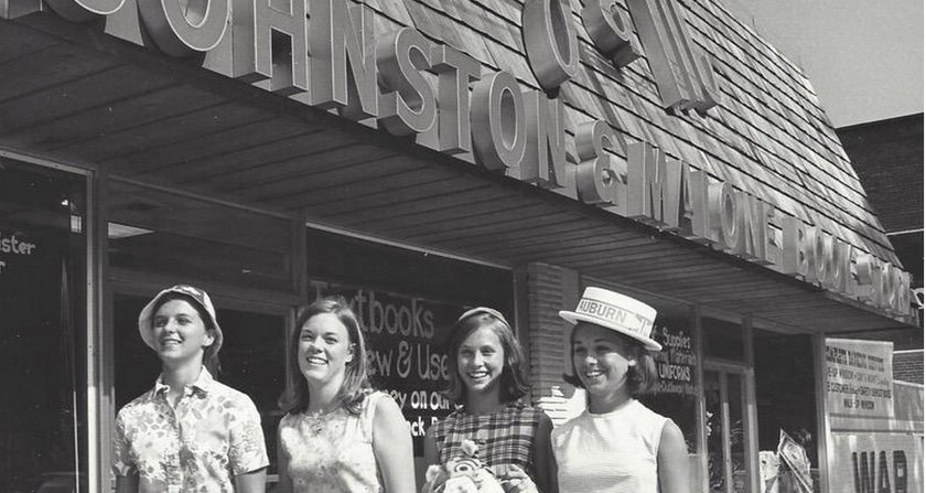 J&M Bookstore (c.o. @j_mbooks)