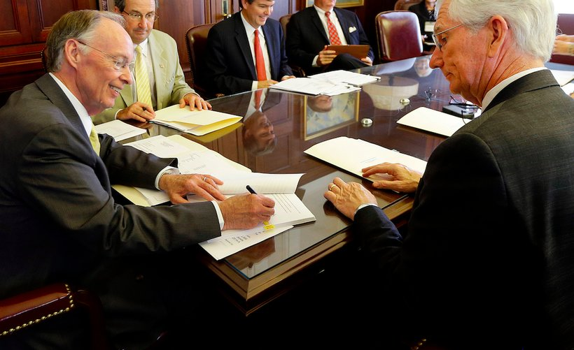 Alabama Governor Robert Bentley (left) and State Finance Director Bill Newton (right) (Photo: Governor's office)