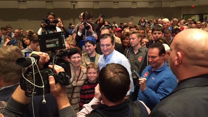 Ted Cruz greets supporters after campaign rally in Trussville, Alabama (Photo: @jesshop23)