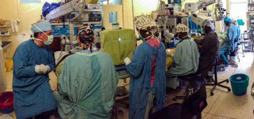Dr. Ben Roberts and his team in the operating room in Tenwek (Photo: UAB)