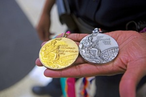 Lillie and her gold and silver medals. (Meg McKinney/Alabama NewsCenter)