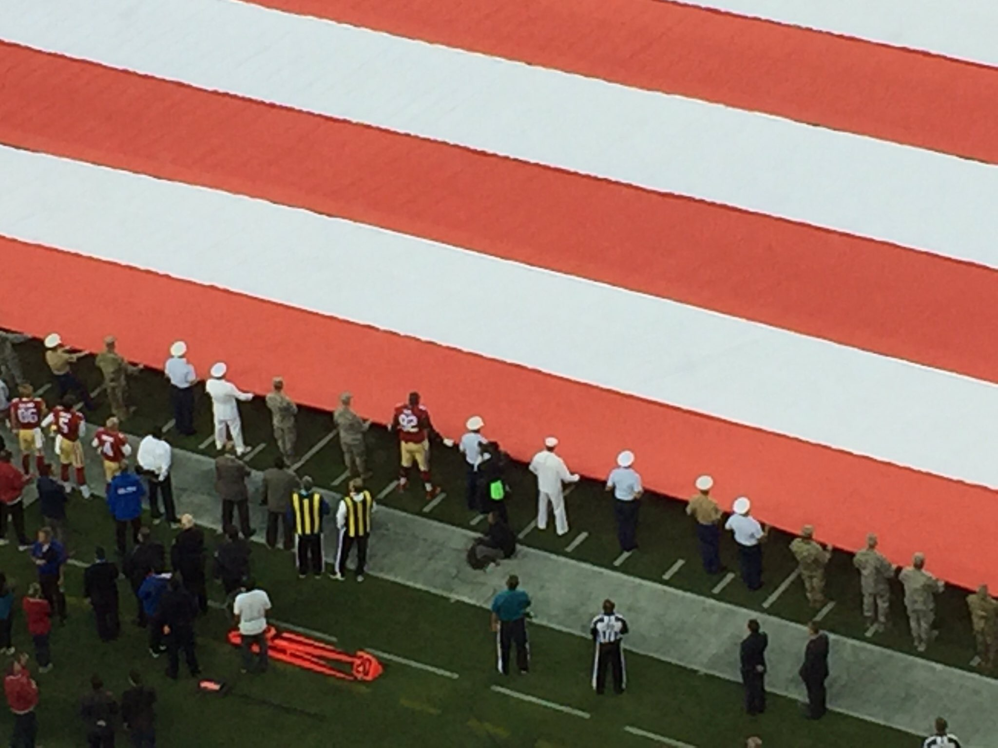 Former University of Alabama star and current San Francisco 49ers star helps military hold flag during the National Anthem. (Photo: Twitter/Lindsey Thiry)