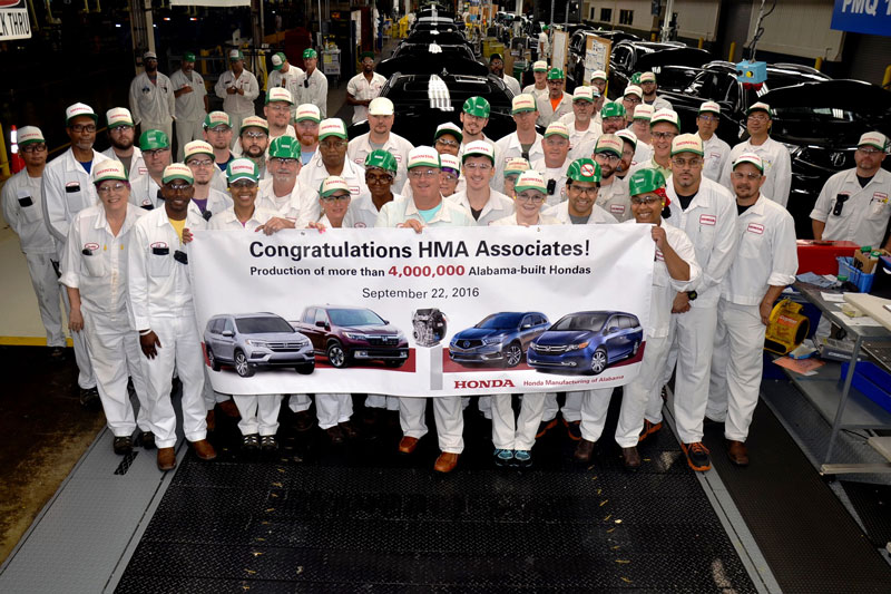 Honda workers celebrate the production of the 4 millionth Alabama-made vehicle. (Image: Honda)