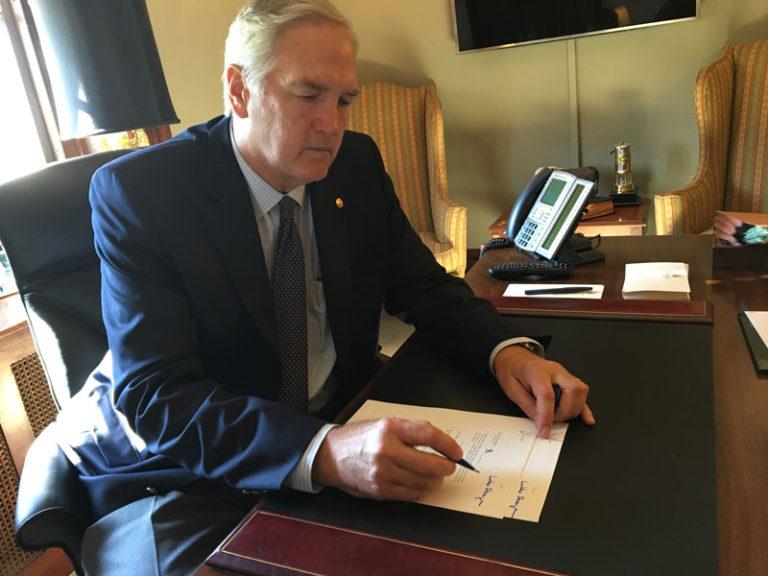 Breaking: Senator Strange sponsors bill to pay for border wall with sanctuary city dollars